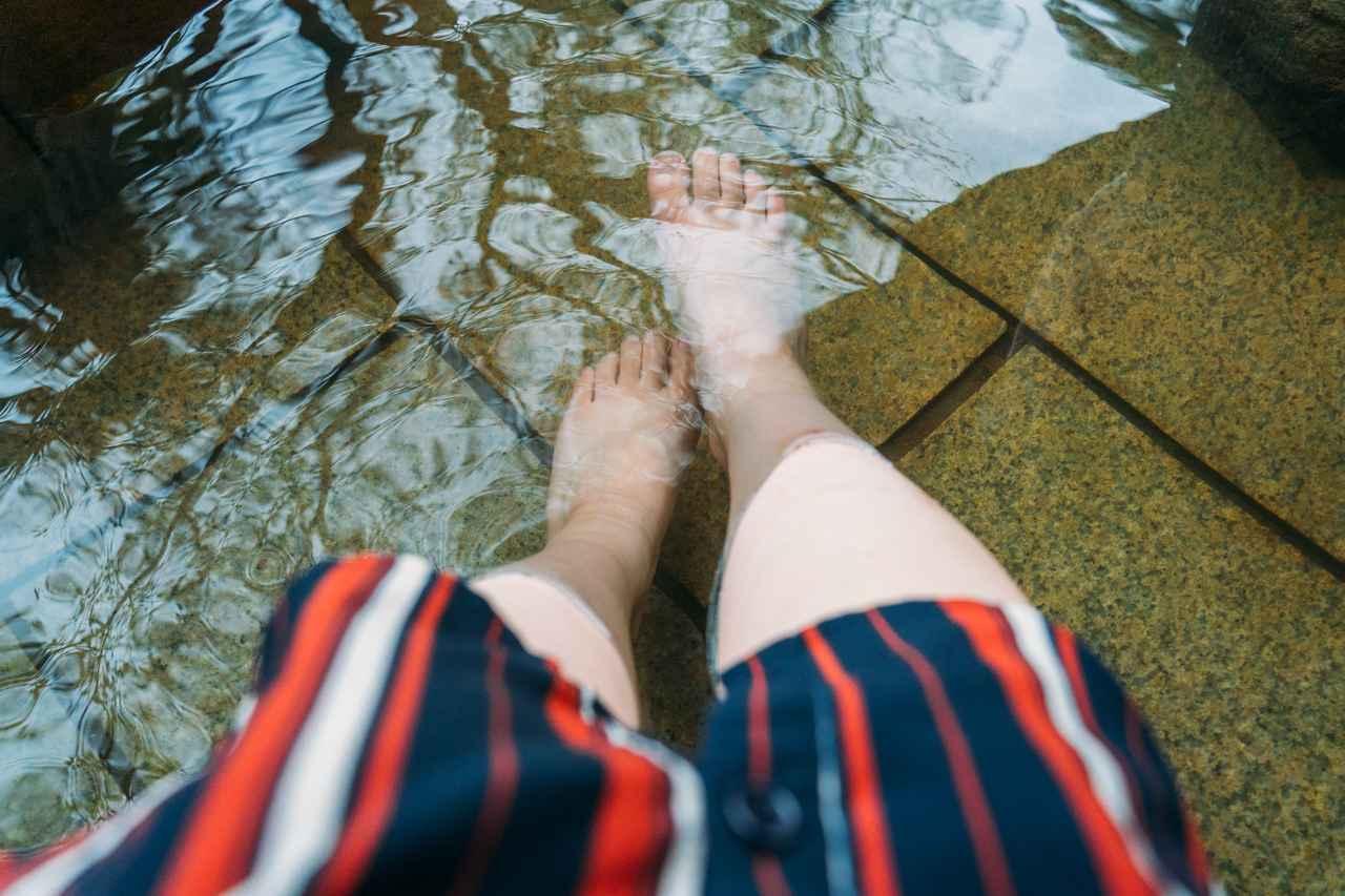 画像3: コバルトブルーの「海地獄」で湯けむりに驚く