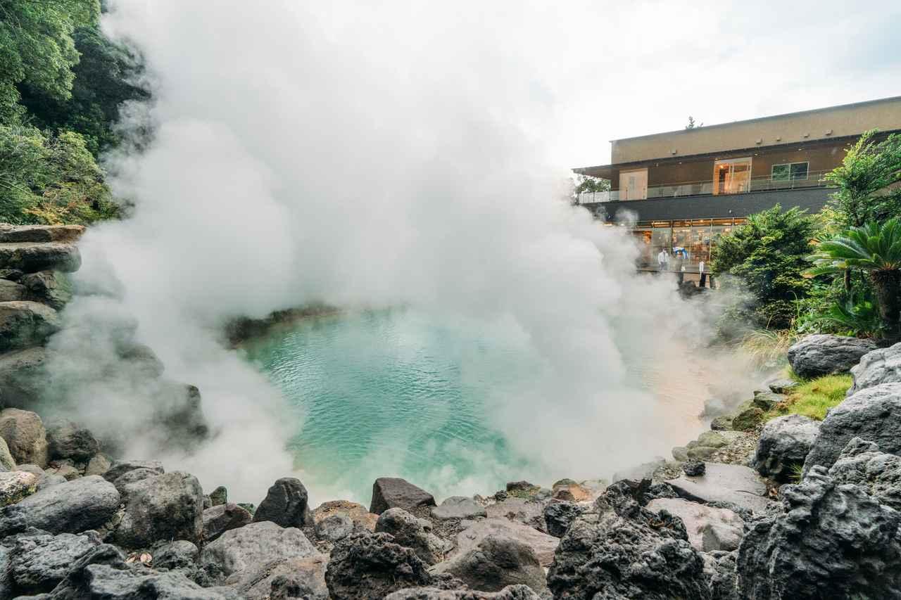 画像2: コバルトブルーの「海地獄」で湯けむりに驚く
