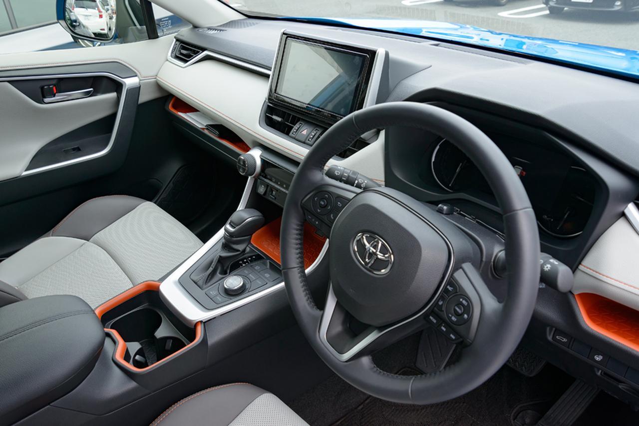 画像5: 記念すべき第一回の放送はトヨタの新型SUV「RAV4(ラブフォー)」の試乗インプレッション