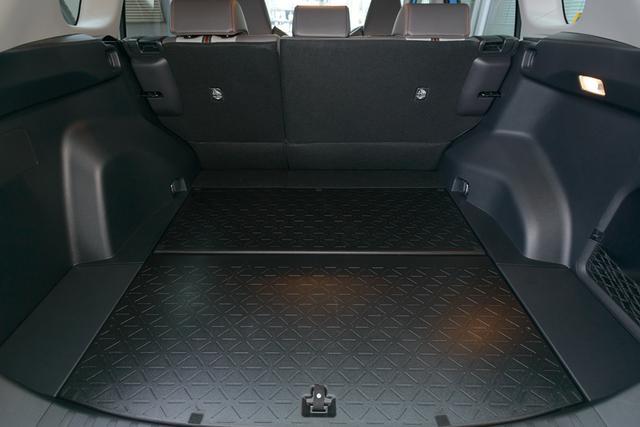 画像6: 記念すべき第一回の放送はトヨタの新型SUV「RAV4(ラブフォー)」の試乗インプレッション