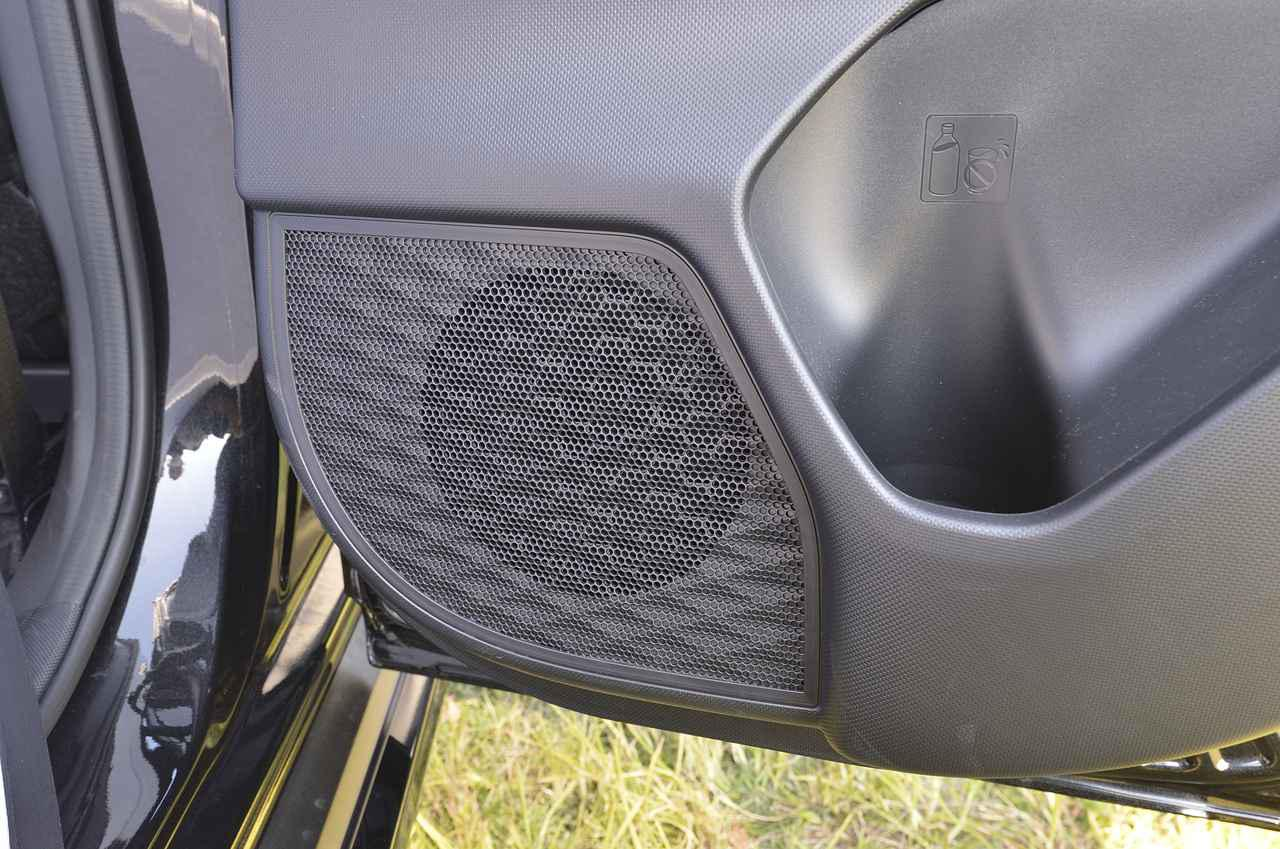 画像: スピーカーも6箇所搭載されて車内を豊かなサウンドが包み込みます♪