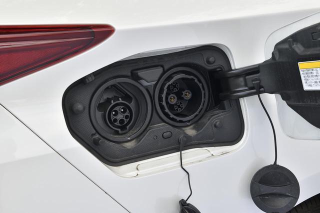 画像: 家庭用の100V、そして200Vに対応した給電口はこちらに!