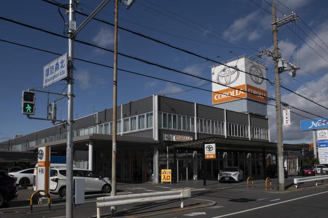 画像: トヨタカローラ南海 諏訪森店。「ノ」は入りません。道路の看板も「ノ」抜きです。