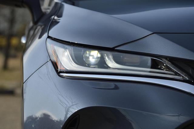 画像: この目。かっこいいです!プロジェクター式LEDヘッドランプ+LEDデイタイムランニングランプ。