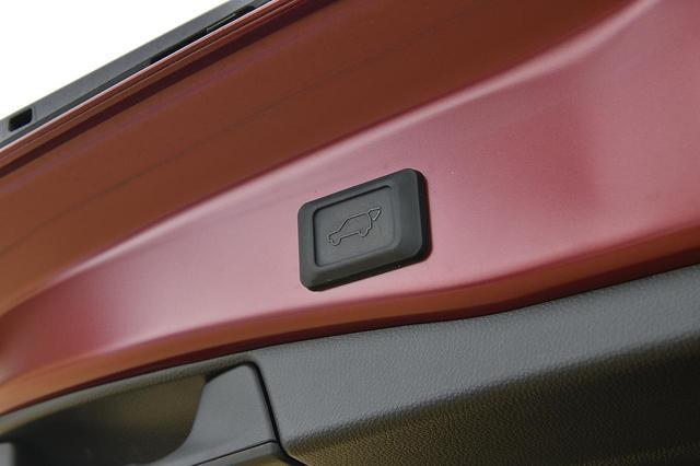 画像: HYBRID Gはハンズフリーパワーバックドアを標準装備。威張れる装備です。