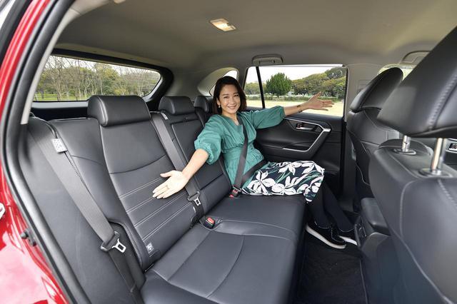 画像: ひろーい後部座席!リヤクォーターガラスの拡大やリヤドア後部のピラー断面を小さくする工夫がされていて、運転席からの斜め後方の見やすさも確保。だから運転しやすい!