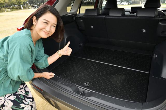 画像: 裏面が樹脂製のデッキボードで汚れを気にせず色々なアイテムを積むことが可能!床面の高さも2段階設定となっているので荷物に合わせて自在に有効活用ができます。