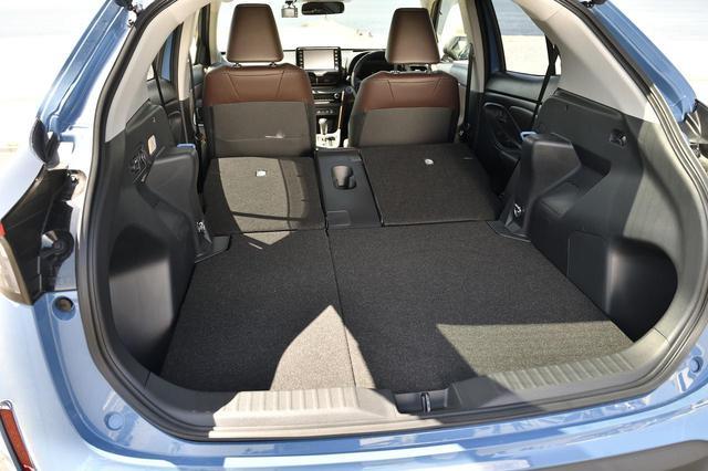 画像: 4:2:4分割のバックシートは後部座席に乗車したまま長物も詰めるので、サーフィンやスノボにもピッタリ。