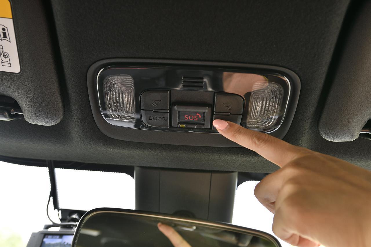 画像: 突然の事故や急病時に。専門のオペレーターと通話ができるSOSボタン!緊急車両の手配など状況に応じて専門オペレーターがフォローしてくれる機能!