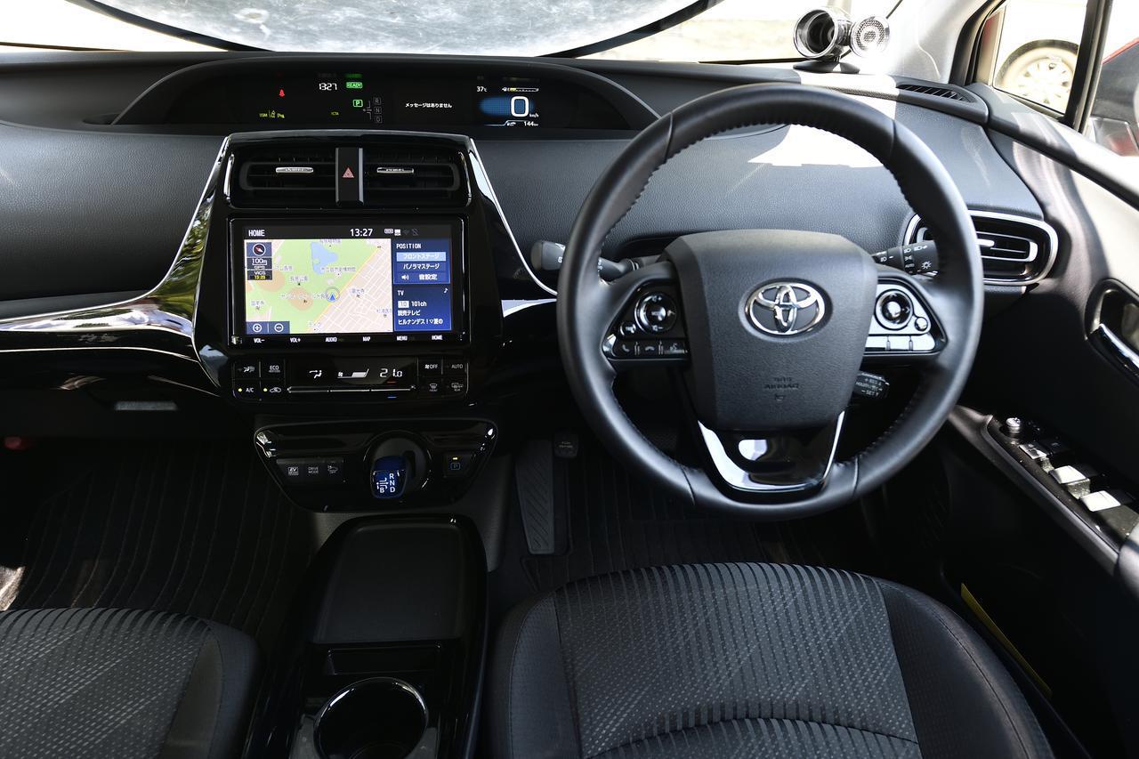 画像: センサーを使用し綿密に設計されたドライビングポジション。快適な姿勢とワイドな視界も楽しくて安心なドライブをサポート。