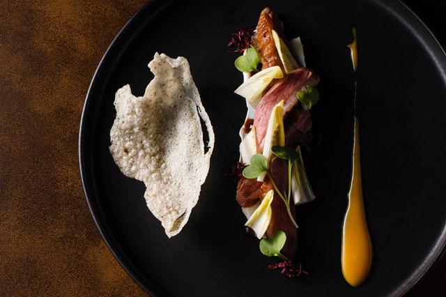 画像: 鴨胸肉のスモーク 大麦クラッカー 杏子&味噌グレイズ 山椒