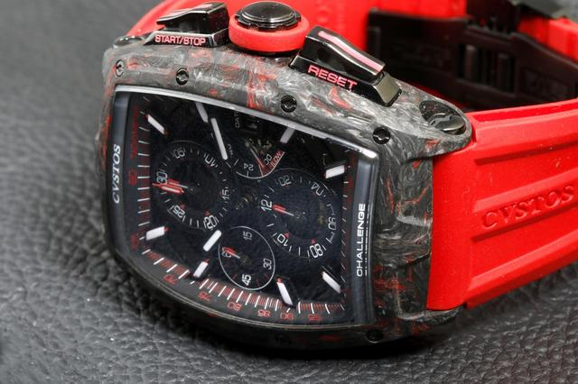 画像: 高級機械式時計として初搭載となるカーボン素材を採用した「チャレンジ クロノⅡ カーボン」