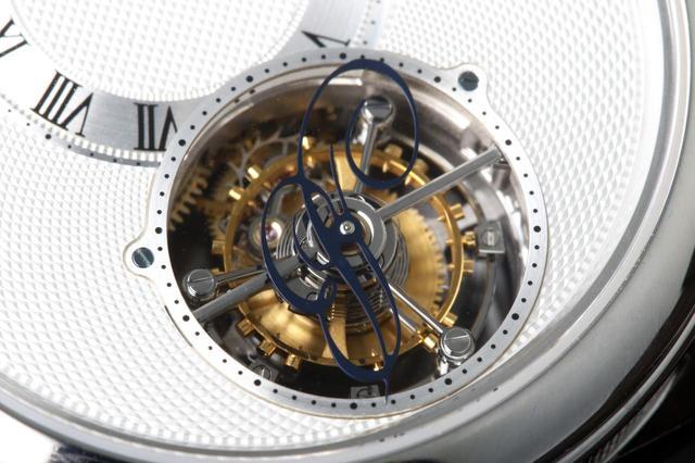 画像: 姿勢差を解消するトゥールビヨン。時計ファン憧れの機構である