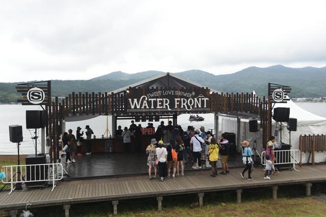 画像1: 富士山と湖畔が一番近いBARが出現