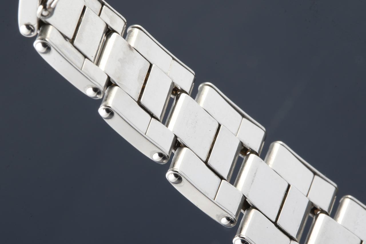 画像: 板を丸めて連結させた「巻きブレス」。調整が難しく、現行品では使われていない製造方法である