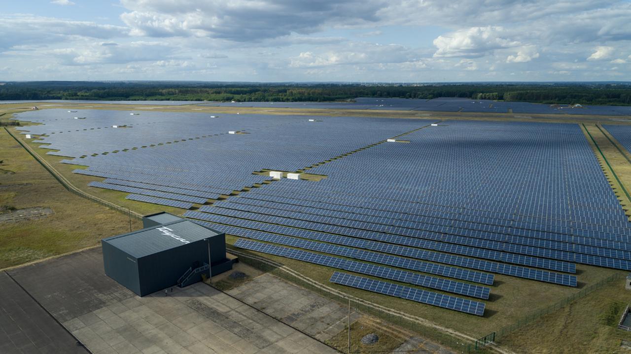 画像: ドイツ ノイハルデンベルクのソーラー発電施設。