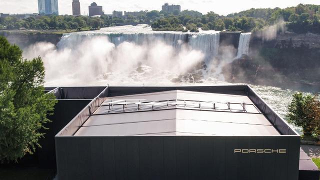画像: カナダ&米国のナイアガラの滝。水力発電がイメージできる。