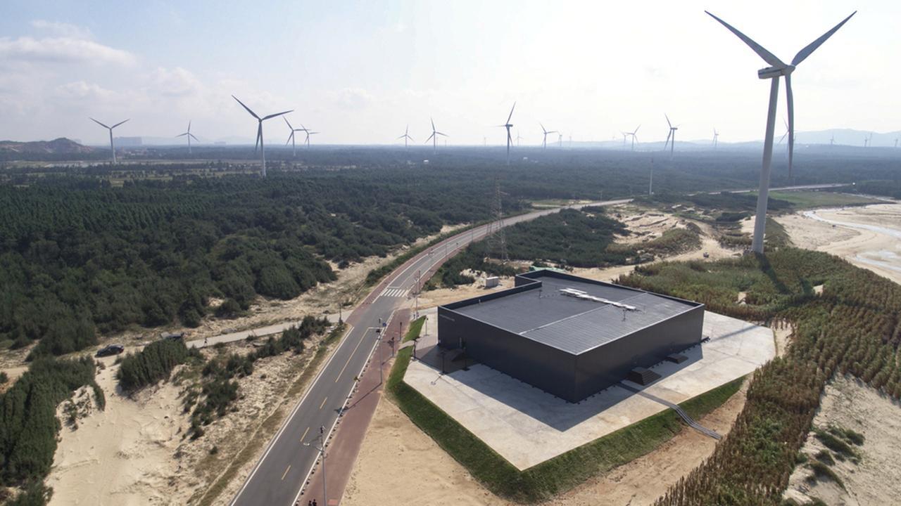 画像: 中国 ピンタン島の風力発電施設。