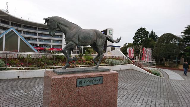 画像: 中山競馬場にあるハイセイコー像。待ち合わせ場所の定番。