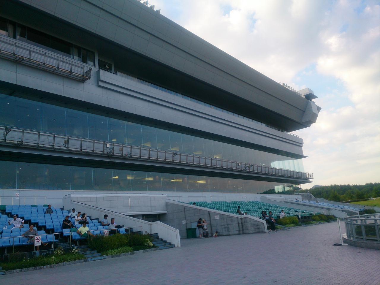 画像2: 盛岡競馬場。