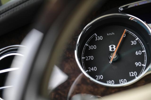 画像: 「余談」の中の余談。3000万円オーバーの車はやっぱり特別だ。