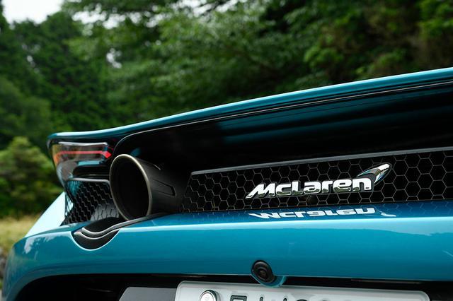 画像: 大径マフラーの排気音は、アイドリング時から硬質で力強い。回せば回すほど「キレ」の良さを感じさせる音だ。