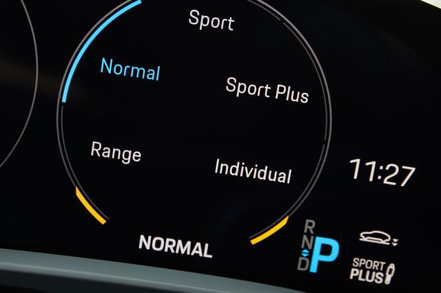 画像: ドライビングモードは5種類。レンジは最高速度が90~140km/hに制限される。