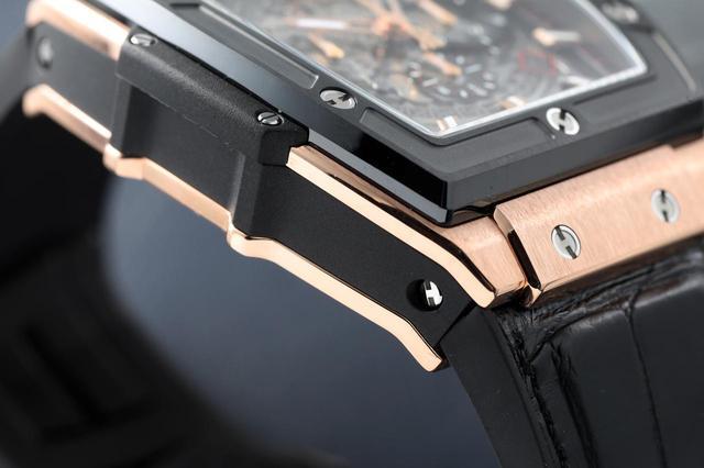 画像: ベゼルの表面や側面、ケース素材などさまざまな素材・仕上げが融合