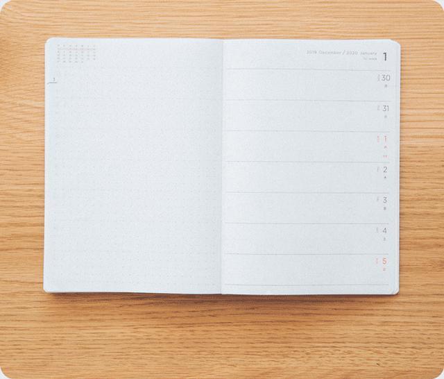画像: 開き方向は一般的な手帳とは逆の右開き