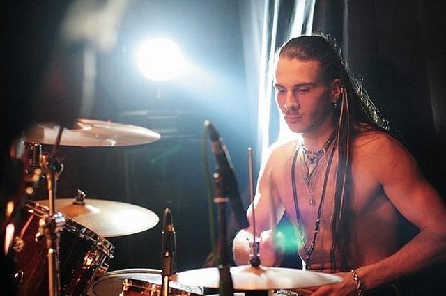 画像: 学生時代はバンドでドラムを叩く日々