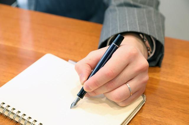 画像: 「長く使えば、所有者に最適なペンになるというのも万年筆の持つ大きな魅力のひとつといえるでしょう」と永富さん