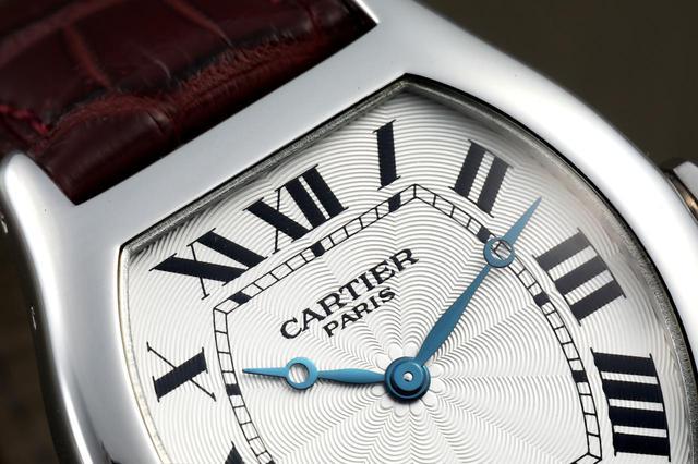画像: CARTIER PARISの文字。これはコレクション・プリヴェだけの特長