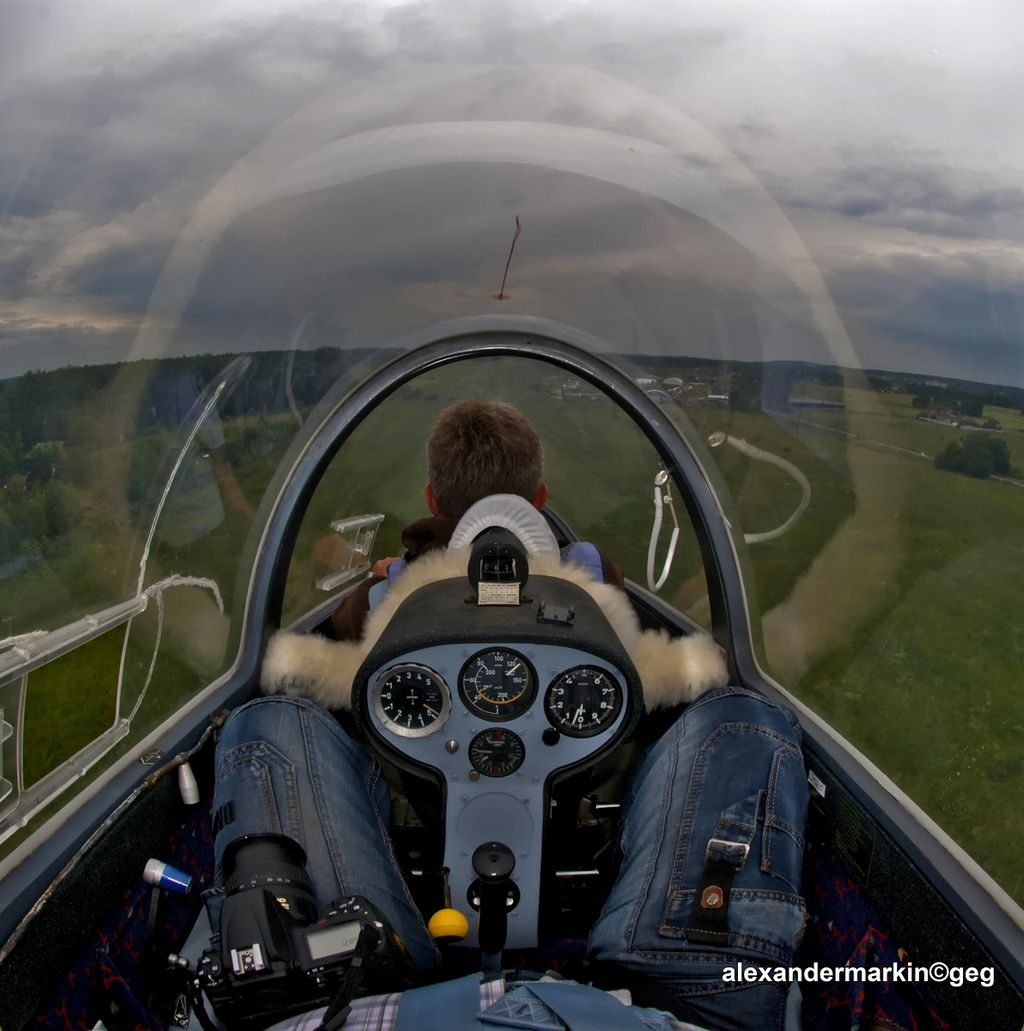 画像: アステアⅡの後席から見た風景。前席はもっとR8っぽかったような気が。 English: Aleksandr MarkinРусский: Александр Маркин [CC BY-SA] commons.wikimedia.org