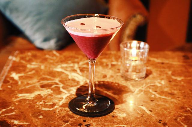 画像: Red Velvet Espresso Martini 1,400円(税込)