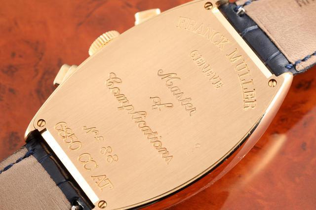 画像: 裏蓋には時計技師フランク ミュラーの、そしてブランドの理念を表す『Master of Complications』の文字が刻まれている