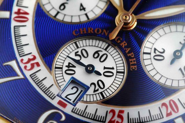 画像: 6時位置にあるスモールセコンド内のデイト表示。スモールセコンド内にも細かい彫りが施されており、完璧を求めるフランク ミュラーの思想がここにも表れている