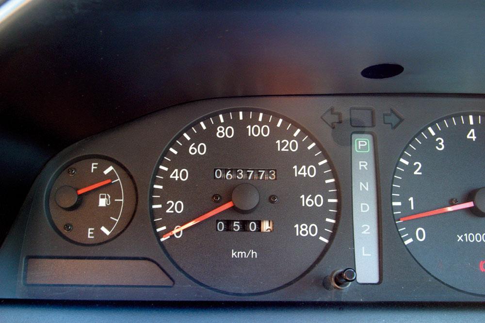 画像: ウラジオストク出発前、8月4日のオドメーター値は63773km。ここに刻まれていく数字はユーラシアの大地をひたすら走ることで増えていくのだ。