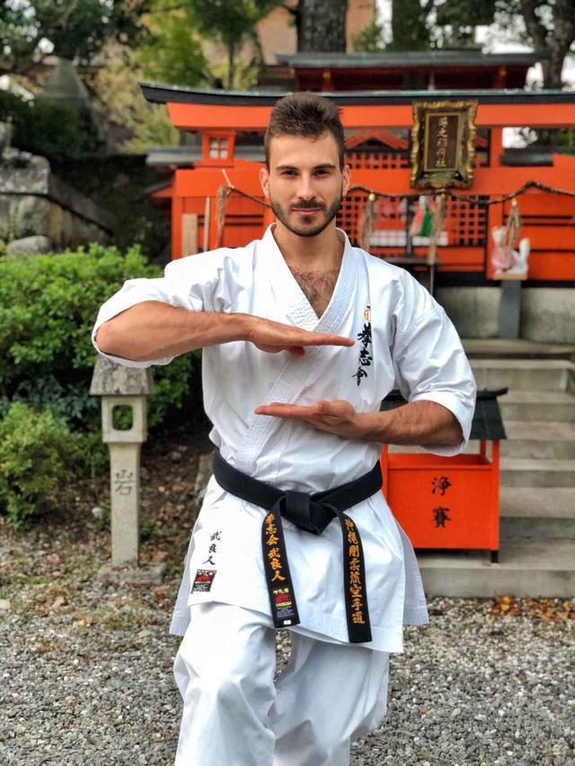 画像1: 琉球王国の武術「ティー」。Karate. The ancient fighting art of Okinawa【Vol.3】