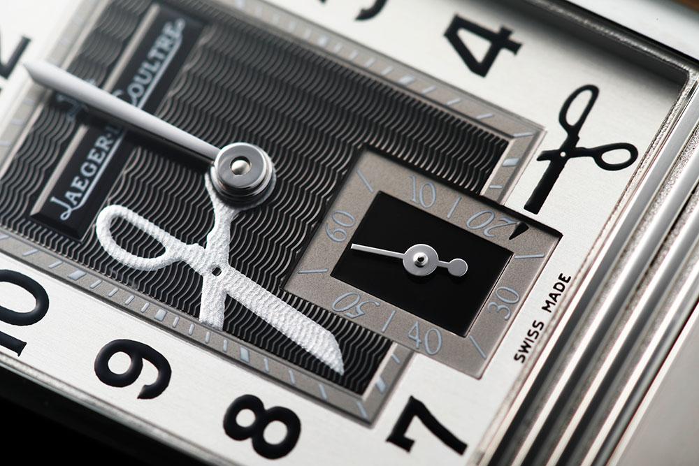 画像: ダイヤルに配置されたドクターロマネリを象徴するハサミ