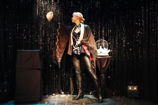 画像5: 心奪われるショーを体感出来る、不思議なマジックBAR