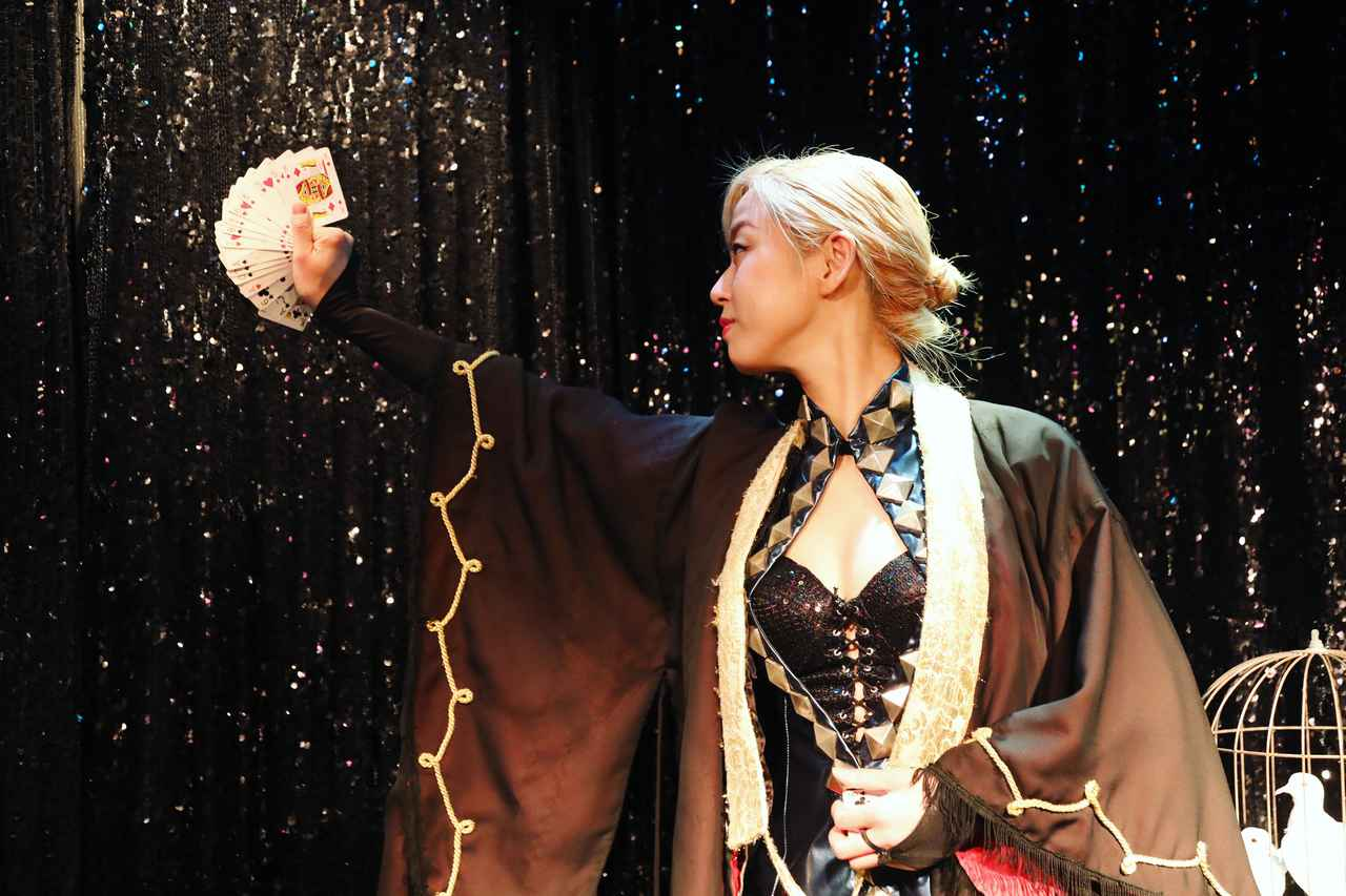 画像6: 心奪われるショーを体感出来る、不思議なマジックBAR