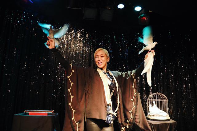 画像8: 心奪われるショーを体感出来る、不思議なマジックBAR