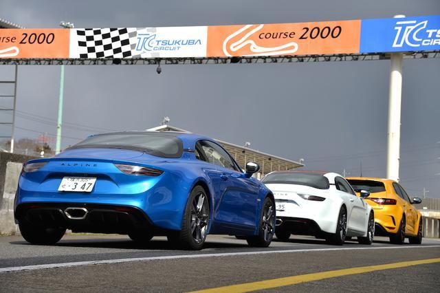 画像: 0→100km/h加速はA110Sが4.4秒、A110は4.5秒。最高速はA110Sが260km/h、A110が250km/hとなる。