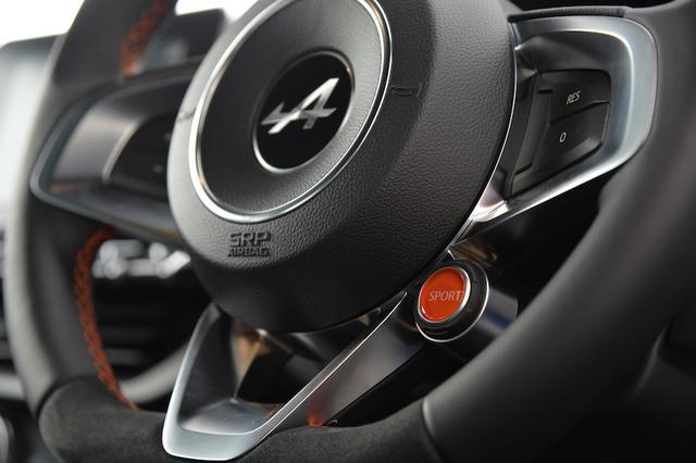 画像: 走行シーンに合わせて、トラック/スポーツ/ノーマルの3つのモードが選択できる。