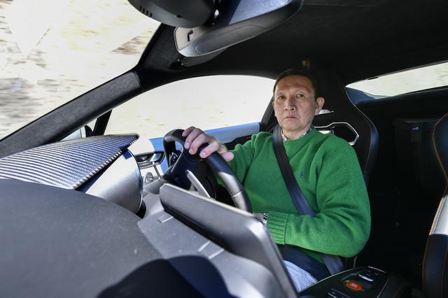 画像: ステアリングを通して伝わる接地感は明確で、タイヤのグリップ状態がリニアかつ正確に伝わってくる。