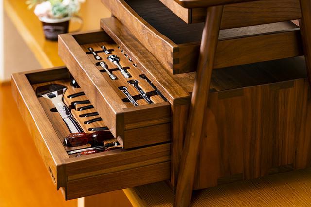 画像: 衝撃に強く木肌が美しく狂いが少ないという特徴を持ち高級家具や工芸品、楽器の素材として使われる。