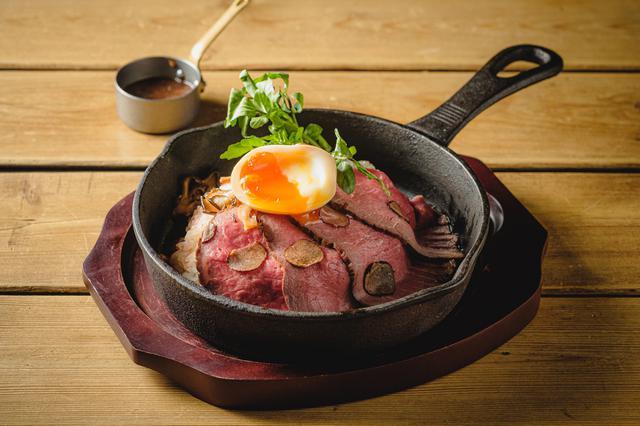 画像: 燻製ローストビーフのトリュフご飯  2,050円(税込)