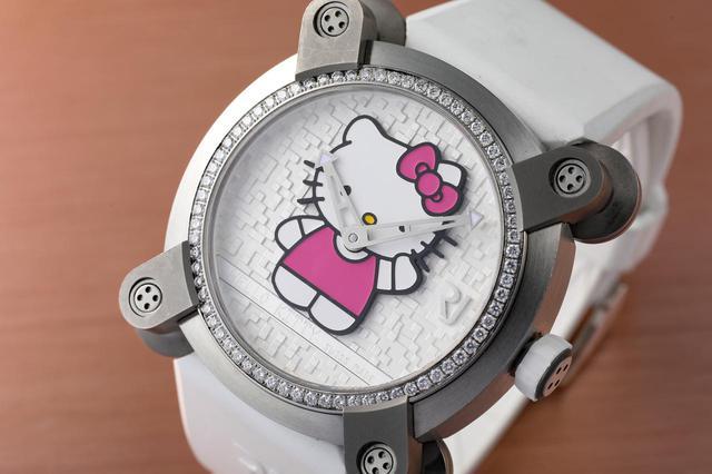 画像: RJの時計の多くに見られる特徴的なケース形状