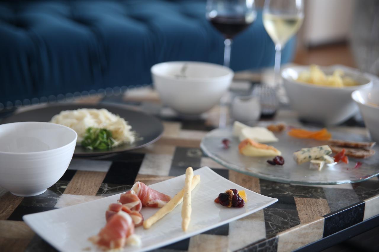 画像1: シェフ特製料理とワインで乾杯