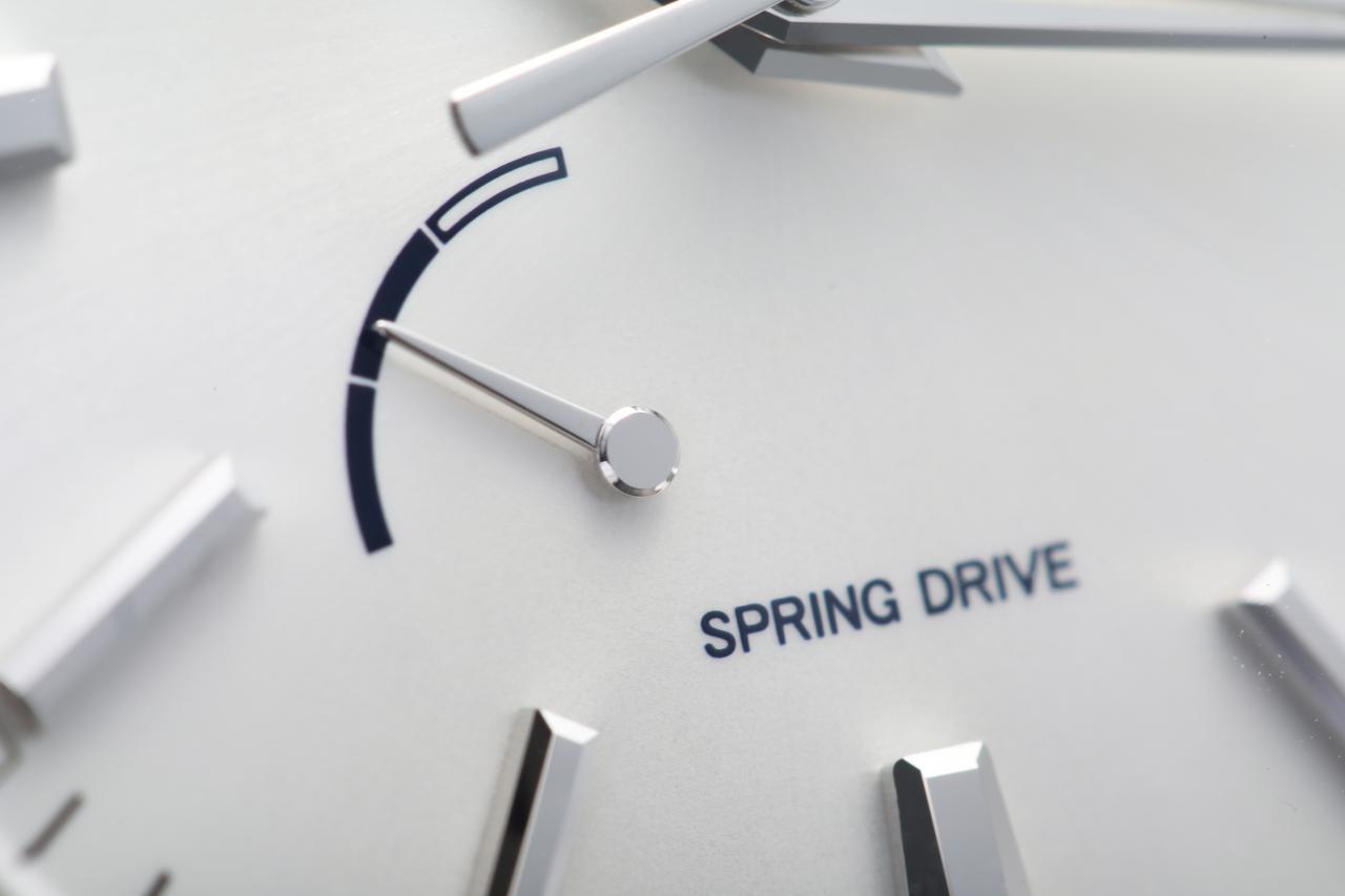 画像: 機械式でありながらクォーツ式の利点も併せ持つスプリングドライブ